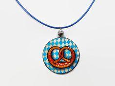 Oktoberfest brezel pretzel necklace, dirndl accessoire, Bavarian jewelry - pinned by pin4etsy.com