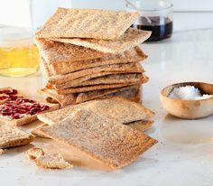 Für einmal ist es gewollt, dass das Brot im Ofen austrocknet, denn nur so wird das Knäckebrot auch wirklich schön knusprig.