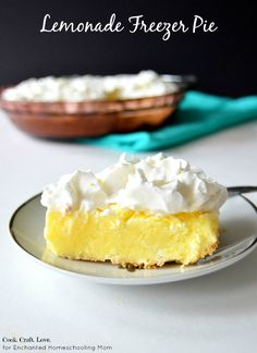 Lemonade freezer pie is a refreshing frozen treat that gets you completely prepped and pumped for summer! And you& never guess the secret to the punchy lemon flavor! Lemon Desserts, Lemon Recipes, Frozen Desserts, Frozen Treats, No Bake Desserts, Easy Desserts, Delicious Desserts, Dessert Recipes, Yummy Food
