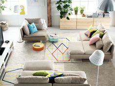 Nouvelle collection Ikea 2015 : les canapés sont modulables dans le salon / 2015 Ikea Catalog : find your own sofa combination. Plus de photos sur Côté Maison http://petitlien.fr/7dwt