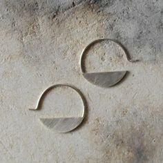 Sterling silver hoops earrings geometric modern minimalist earrings - AME D'ARGENT