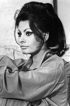 Italian actress Sophia Loren acting in the film A Countess from Hong Kong. London, 1966 Get premium, high resolution news photos at Getty Images Jane Birkin, Hollywood Stars, Old Hollywood, Hollywood Glamour, Loren Sofia, Sophia Loren Makeup, Sophia Loren Style, Sophia Loren Images, Italian Actress