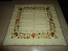 """Vintage 1970's 100% Cotton Floral Embroidered Small Center Cloth. 25"""" X 24"""""""