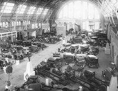 Rīgas tirgus paviljons 1930.g. Auto izstāde .