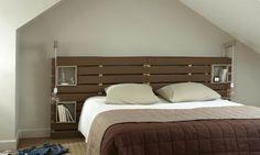 Headboard in wooden pallets Pallet Bed Frames, Outdoor Beds, Wood Headboard, Wooden Pallets, Pallet Furniture, Designer, Sweet Home, Bedroom, House Design