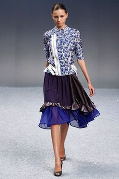 See the complete Sacai Spring 2012 Ready-to-Wear collection.