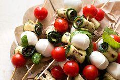 Spiedini di zucchine con pomodorini e mozzarella