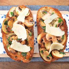 Bruschetta, Baked Potato, Quiche, Camembert Cheese, Hamburger, Tacos, Treats, Ethnic Recipes, Food