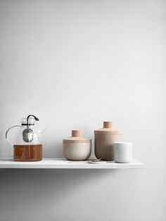 Zen meets hygge in Menu's Kettle Teapot. Norm Architects designed this little teapot to be a visual treat in addition to brewing a great cuppa. Bar Design Awards, Food Storage Boxes, Jar Storage, Teapot Design, Glass Teapot, Tea Eggs, Cuisines Design, Menu Design, Interior Accessories