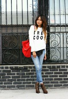 Outfit with red bags of Zara, orange ankle boots of Zara, purple jeans of Forever21, and white sweaters of the brand Forever21