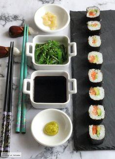 Cada vez nos gusta más los sabores orientales y aunque no todo es sushi en la cocina japonesa, sin duda esta elaboración es una de las que más gustan a todos. Como es un plato que resulta caro si lo p
