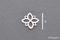 925 roseta colgante de plata, colgante roseta, roseta collar, componente de roseta, roseta, joyería elemento, rosetón de la joyería, colgante de calado, de encaje,  > Material: Plata 925 > Tamaño: 15,5x15,5mm (0,61x0,61inch) A = 15,5mm (0,61inch) B = 15,5mm (0,61inch) > Espesor: 0,4 mm (0,015inch) > Cantidad: 1 > Peso: 0,31 g  El precio de una sola pieza. Si necesita más que me haga saber.