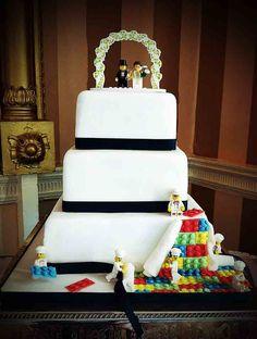 Lego Wedding Cake: A Facebook Hit!