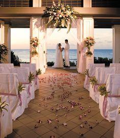 Oahu Wedding Resorts, Oahu Wedding Ceremony Locations, Oahu Activities, Oahu Restaurants, Oahu Spas