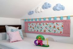 Diese Wanddecke ist ähnlich wie ein Nestchen beim Baby. Es schützt ihr Kind von der kalten Wand.  Auch ist es für das Kind angenehm sich an die Wand zu lehnen um zum Beispiel ein Buch zu lesen...