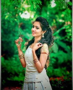 Beautiful Girl In India, Beautiful Girl Photo, Beautiful Indian Actress, Photoshoot Pose Boy, Indian Photoshoot, Dehati Girl Photo, Girl Photo Poses, Girl Poses, Wedding Couple Poses Photography