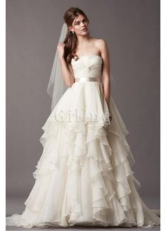 Robe de mariée en satin ligne a charmeuse étendue magnifique