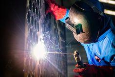Pressschweißen ist eine Art des Widerstandsschweißens. Hierbei werden elektrisch leitfähige Materialien mit Strom erhitzt und durch Kraft verbunden.