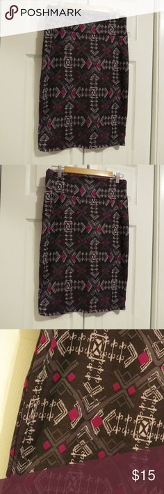 """LuLaRoe Cassie Pencil Skirt Sz Large Purple LuLaRoe purple geometric pencil skirt size large. Shades of purple, lilac, and plum. Measures approx. 16"""" at the waist, 24"""" from the top of the waistband to the bottom hem. 97% polyester, 3% spandex. Machine wash cold gentle. Hang dry. Made in China. LuLaRoe Skirts Pencil"""