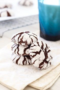 Chocolate Crinkle Cookies - best, homemade, classic Christmas holiday cookies recipe! Sweet, fudgy and loaded with cocoa and sugar   rasamalaysia.com
