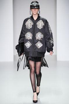 KTZ Spring 2014 Ready-to-Wear Collection Photos - Vogue Fashion Week, Runway Fashion, Girl Fashion, Fashion Show, Fashion Design, London Fashion, Vogue, African Inspired Fashion, 2014 Trends