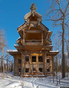Exquisite, intricate abandoned wooden mansions deep in the Russian forest. How strangely wonderful would it be to explore these?