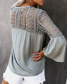 Boho with a Dash of Western. For the Wanderlust Soul Blouse Styles, Blouse Designs, Boho Fashion, Fashion Dresses, Stylish Tops For Women, Ladies Day Dresses, Crochet Blouse, Beautiful Blouses, Western Outfits