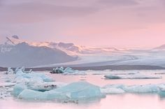 oecologia:Glacial River Lagoon (Jökulsárlón, Iceland) by Dariusz. (Pieces of me) Pastel Sky, Pink Sky, Teal Blue, Taking Pictures, Cool Pictures, Cool Photos, Nature Pictures, Pillars Of Eternity, Collateral Beauty