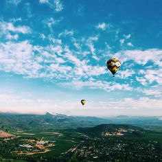Drove out to Napa before sunrise this morning for one of the coolest experiences @tberolz and I have done yet! Celebrating our anniversary high above the vineyards in a hot air balloon  #hotairballoon #napavalley #anniversary #mylove