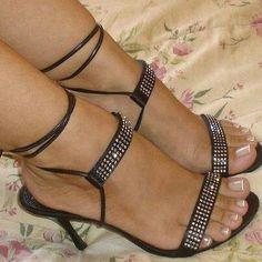 Women's Fashion High Heels : beautiful toes & hot strappy heels! Hot Heels, Sexy Sandals, Strappy Heels, Stilettos, Stiletto Heels, Pumps, Dress Sandals, Talons Sexy, Frauen In High Heels