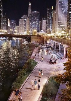 The Chicago riverwalk as a whole is a public realm in which you can find dining options, seating, and events. The entire purpose of the Chicago riverwalk is to create a space for interaction and enjoyment of the public. Chicago Usa, Chicago Photos, Chicago Travel, Chicago City, Chicago Skyline, Chicago Illinois, Chicago Nightlife, Chicago Restaurants, Chicago Photography
