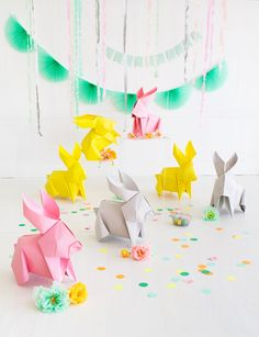 Easter Sunday won't ever be the identical after you introduce these DIY big origami bunnies. Bunny Crafts, Easter Crafts, Diy Crafts, Geek Crafts, Cool Diy Projects, Craft Projects, Diy Osterschmuck, Easy Diy, Diy Ostern