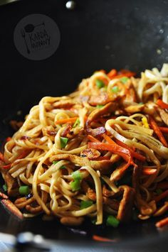 Makaron chow mein ze schabem i orzechami Healthy Cooking, Healthy Eating, Asian Recipes, Ethnic Recipes, Chow Mein, Wonderful Recipe, Appetisers, Diet And Nutrition, Food Inspiration