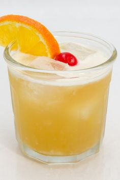 Making sour is good way to consume alcoholic beverages, but nothing works better than the Bourbon Sour, which is known as Whiskey Sour cocktail. It appears to be well-balanced, because of the Bourbon qualities. Mixed Drinks, Fun Drinks, Yummy Drinks, Yummy Food, Alcoholic Beverages, Margarita Recipes, Cocktail Recipes, Whisky Sour Recipe, Recipes