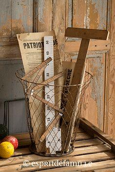© Esprit de Famille I brocante en ligne I déco vintage industrielle  www.espritdefamille.co  Corbeille à papier en fer €39.00, brocante, objets déco brocante, déco vintage industrielle, Europe shipping