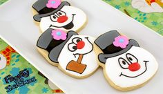 Frosty the Snowman Cookies (tutorial by Semi-Sweet Cookies). Wish I could pipe good enough to make these!