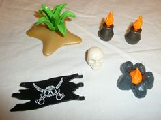 Playmobil Mixed Accessories Lot - Pirates Flag, Plant, Skull, Fire, Camp Fire #PLAYMOBIL