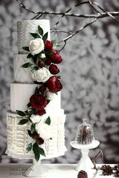 awesome 41 Perfect Winter Wedding Cake Ideas You Will Totally Love https://viscawedding.com/2017/12/19/41-perfect-winter-wedding-cake-ideas-will-totally-love/ #weddingcakes