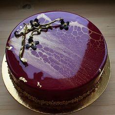 Тортик на день рождения моей цыпочки @_an_4_ik_ точнее один из них еще раз поздравляю p.s: видите как хорошо иметь в друзьях кондитера #торт #тортбезмастики #зеркальнаяглазурь #залеопардилось #лео #золото #шоколад #туапсе #кендибар #муссовыйторт #pastry #candybar #patisserie #chocolate #chocolatejewels #entremet #cake #glaze