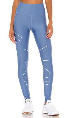 ALO YOGA ALO SEQUENCE 打底裤 – 蓝牛仔色. #aloyoga #cloth Yoga Sequences, Yoga Fashion, Second Skin, World Of Fashion, Blue Jeans, Skinny, Shopping, Style, Swag