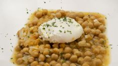Recipe for chickpeas in sauce with poached egg , Ingredients people): 300 g chickpeas 1 carrot 1 leek 1 chive 3 cloves of garlic 50 ml txakoli 4 eggs extra virgin olive oil salt parsley Preparatio. Cooking Together, Group Meals, Poached Eggs, Different Recipes, Chana Masala, Risotto, A Food, Nutrition, Browning