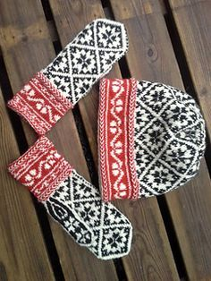 Ravelry: no. 575 pattern by Mirdza Slava Knitted Mittens Pattern, Fair Isle Knitting Patterns, Knit Mittens, Knitting Charts, Knitted Gloves, Knitting Stitches, Knitting Yarn, Hand Knitting, Norwegian Knitting