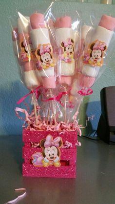 Brochetas de bombon de mini Mini Mouse 1st Birthday, Mini Mouse Baby Shower, Mickey Mouse Birthday, 2nd Birthday Parties, Birthday Party Decorations, Minnie Mouse Theme Party, Mickey Party, Do It Yourself Inspiration, Minnie Mouse 1st Birthday