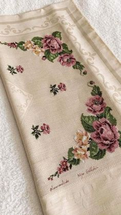This Pin was discovered by eli Hand Embroidery Art, Towel Embroidery, Cross Stitch Embroidery, Embroidery Patterns, Cross Stitch Patterns, Cross Stitch Rose, Cross Stitch Flowers, Diy And Crafts, Hobbies And Crafts