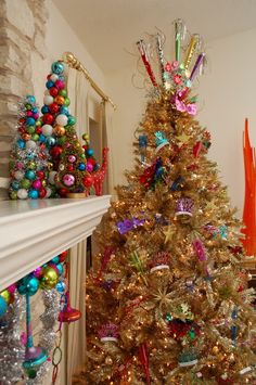 New Year's Eve 2019 : Easily Switch Your Christmas Tree Into a New Years Tree - Quotes Boxes Kids New Years Eve, New Years Tree, New Years Eve Decorations, Tree Decorations, Christmas Tree Themes, Holiday Tree, Holiday Ideas, Christmas Ideas, Birthday Tree