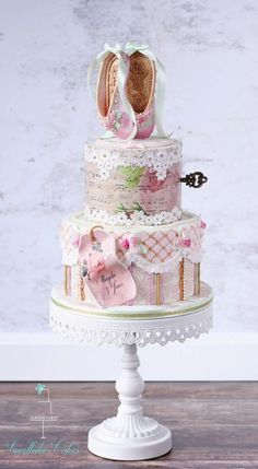 Yesterday I delivered this vintage shabby chic ballet cake. It is a little different from the usual ballet cakes you find on the internet, but that is kinda my thing =D