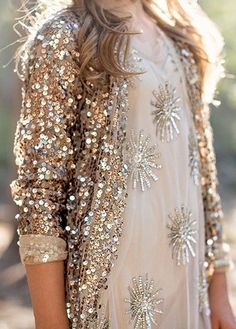 This beautiful and sparkly maxi cardigan appears as if its been dipped in high shine sequins. Perfect for everyday and occasion wear. Glitter Fashion, Gold Fashion, Fashion Beauty, Punk Fashion, Lolita Fashion, Rocker Outfit, Look Blazer, Glamour, Boho Look