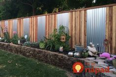 58 DIY Backyard Privacy Fence Design Ideas on A Budget - Insidexterior Patio Fence, Backyard Privacy, Diy Fence, Backyard Fences, Fence Ideas, Privacy Fence Designs, Privacy Fences, Backyard Ideas For Small Yards, Rustic Fence
