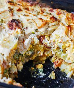 Medvehagymás rakott krumpli   Street Kitchen Cheddar, Lasagna, Bacon, Ethnic Recipes, Food, Cheddar Cheese, Essen, Meals, Yemek