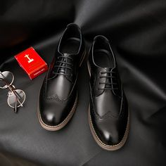2017 New Arrival Men Dress Shoes Brogue Black Business Wedding Shoes Flats Round Toe Shoes Handsome High Quality